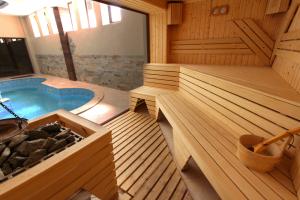 Sauna professionale con ampia vetrata(3)